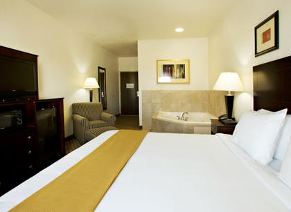 Guestroom   Holiday Inn Express & Suites Childress