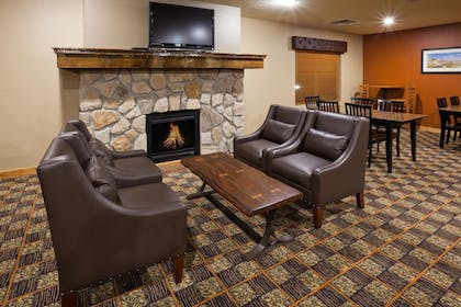 Lobby | AmericInn by Wyndham Fargo Medical Center