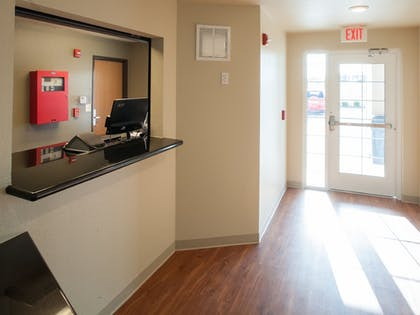 Lobby | WoodSpring Suites Mobile