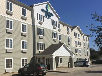 Hotel Front | WoodSpring Suites Mobile