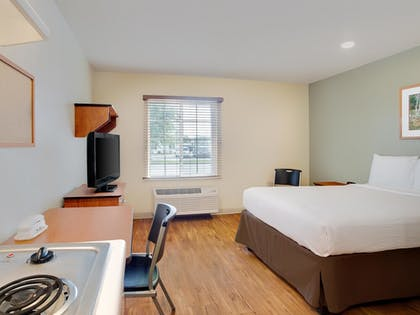 Guestroom | WoodSpring Suites Mobile