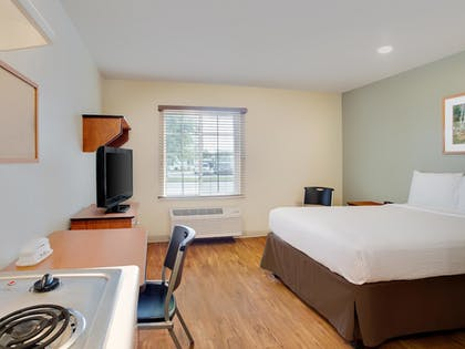 Guestroom | WoodSpring Suites Mobile Daphne