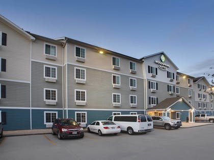 Hotel Front - Evening/Night | WoodSpring Suites Mobile Daphne