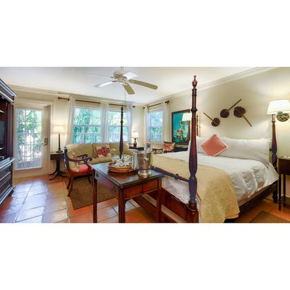 Featured Image | The Caribbean Court Boutique Hotel