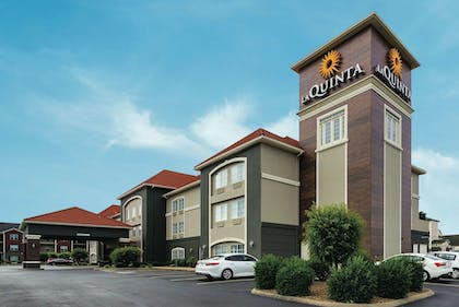 Exterior | La Quinta Inn & Suites by Wyndham Bowling Green