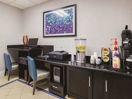 Business Center | La Quinta Inn & Suites by Wyndham Bowling Green