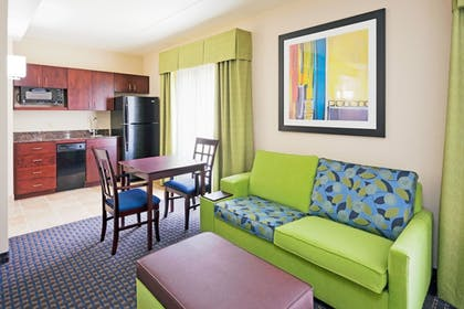 Guestroom | Holiday Inn Express & Suites Knoxville-Farragut