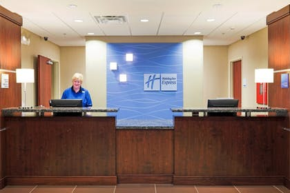 Lobby | Holiday Inn Express & Suites Knoxville-Farragut