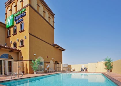 Pool | Holiday Inn Express & Suites Willows