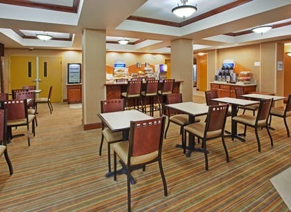 Restaurant | Holiday Inn Express & Suites Willows