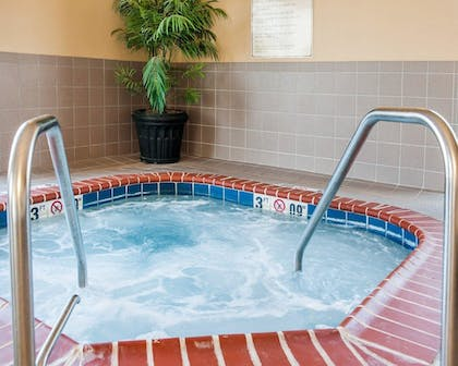 Pool | Comfort Suites French Lick