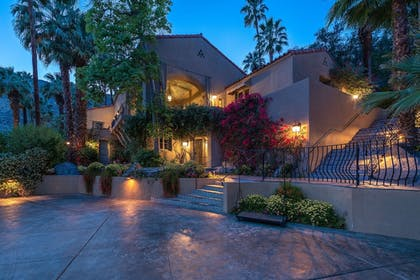 Exterior | The Willows Historic Palm Springs Inn