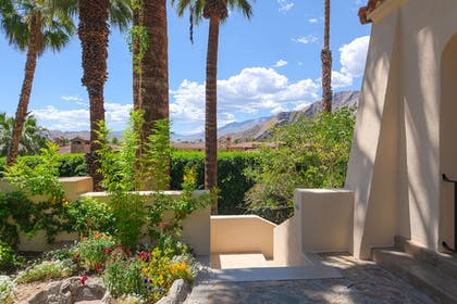 Courtyard View | The Willows Historic Palm Springs Inn