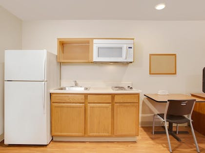 In-Room Kitchen | WoodSpring Suites Tuscaloosa