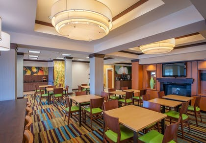 Breakfast Area | Fairfield Inn & Suites by Marriott Orange Beach