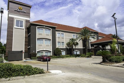 Exterior | La Quinta Inn & Suites by Wyndham Houston East at Normandy