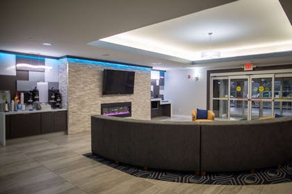 Lobby | La Quinta Inn & Suites by Wyndham Houston East at Normandy
