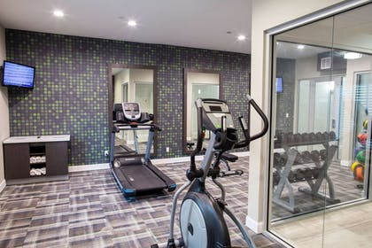 Fitness Facility | La Quinta Inn & Suites by Wyndham Houston East at Normandy