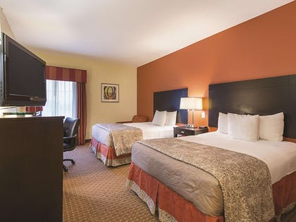Room | La Quinta Inn & Suites by Wyndham Houston East at Normandy