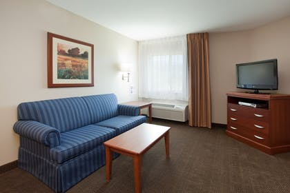In-Room Amenity | Candlewood Suites PARACHUTE