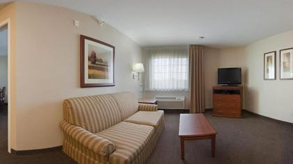 Living Area | Candlewood Suites Indianapolis Northwest