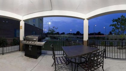 BBQ/Picnic Area | Candlewood Suites Lexington