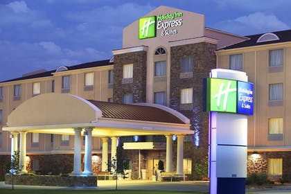 Featured Image | Holiday Inn Express Inn & Suites Searcy