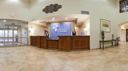 Interior Entrance | Holiday Inn Express Inn & Suites Searcy