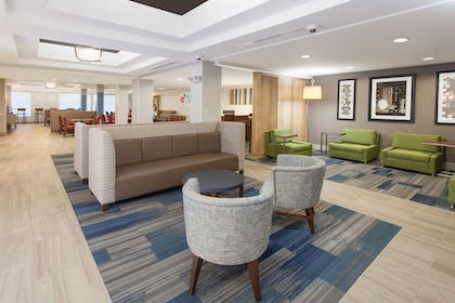 Lobby | Holiday Inn Express Hotel & Suites, a Lake Zurich-Barrington