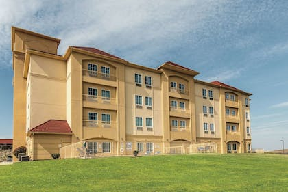 Featured Image | La Quinta Inn & Suites by Wyndham Fort Worth - Lake Worth
