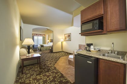Guestroom | Holiday Inn Express Suites West