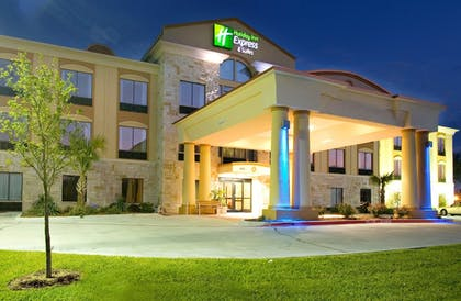 Exterior | Holiday Inn Express Suites Beeville