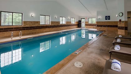 Pool | Best Western Hampshire Inn