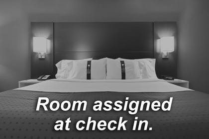 Room   Holiday Inn Express Hotel & Suites Denver Airport