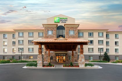 Featured Image | Holiday Inn Express Hotel & Suites Denver Airport