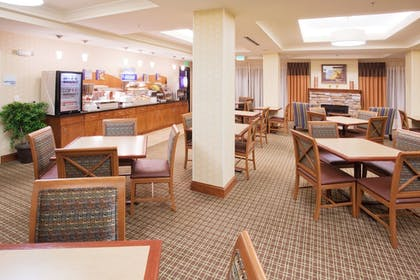 Restaurant | Holiday Inn Express Hotel & Suites Denver Airport