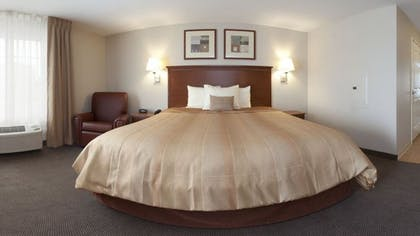 Guestroom | Candlewood Suites Champaign-Urbana University Area