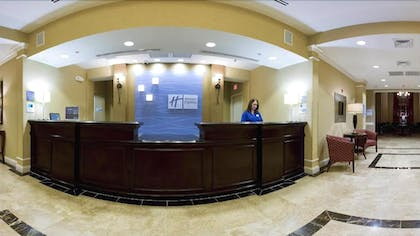 Lobby | Holiday Inn Express Hotel & Suites Crestview