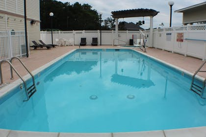Outdoor Pool | Wingate By Wyndham Southport