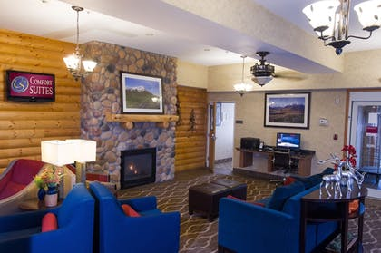 Lobby Sitting Area | Comfort Suites Anchorage International Airport