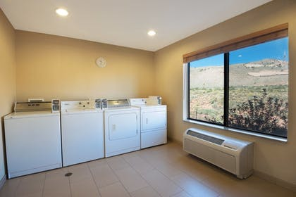 Laundry Room | Holiday Inn Express Hotel & Suites Richfield