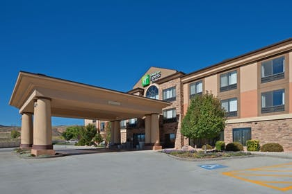 Hotel Front | Holiday Inn Express Hotel & Suites Richfield
