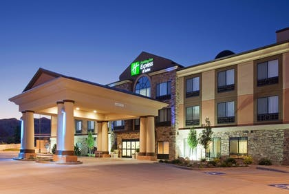 Hotel Front - Evening/Night | Holiday Inn Express Hotel & Suites Richfield