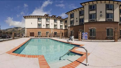 Outdoor Pool | Holiday Inn Express Hotel & Suites Frazier Park