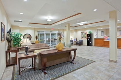 Lobby | Candlewood Suites Portland Airport
