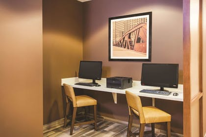Business Center | La Quinta Inn & Suites by Wyndham Chicago Downtown
