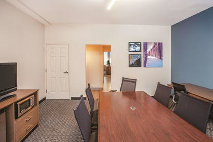 Guestroom | La Quinta Inn & Suites by Wyndham Chicago Downtown