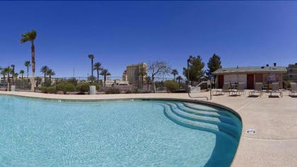 Outdoor Pool | Holiday Inn Express and Suites Henderson