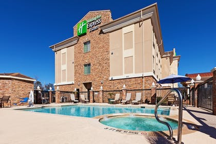 Pool | Holiday Inn Express and Suites Henderson