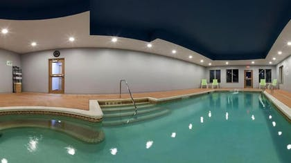 Indoor Pool | Holiday Inn Express Hotel & Suites Hamburg